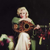 Marilyn Monroe & Guitar